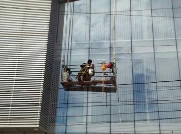 limpieza-de-ventanas-de-edificio